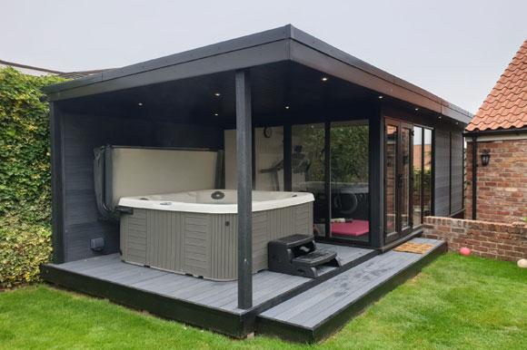 Relaxing Garden Room Hot Tub Retreat Poole